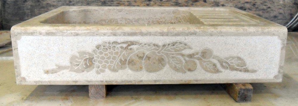 Lavandino in pietra giallo d\'istria