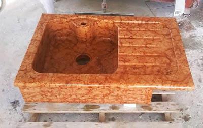 Lavandino da semincasso in rosso asiago Lavorazione Marmi a Venezia: Marmi Piccolo